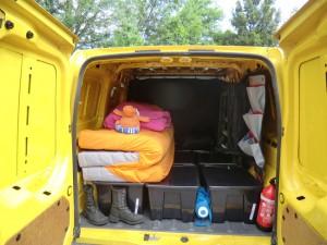 aménager un camion avec des boites et un matelas